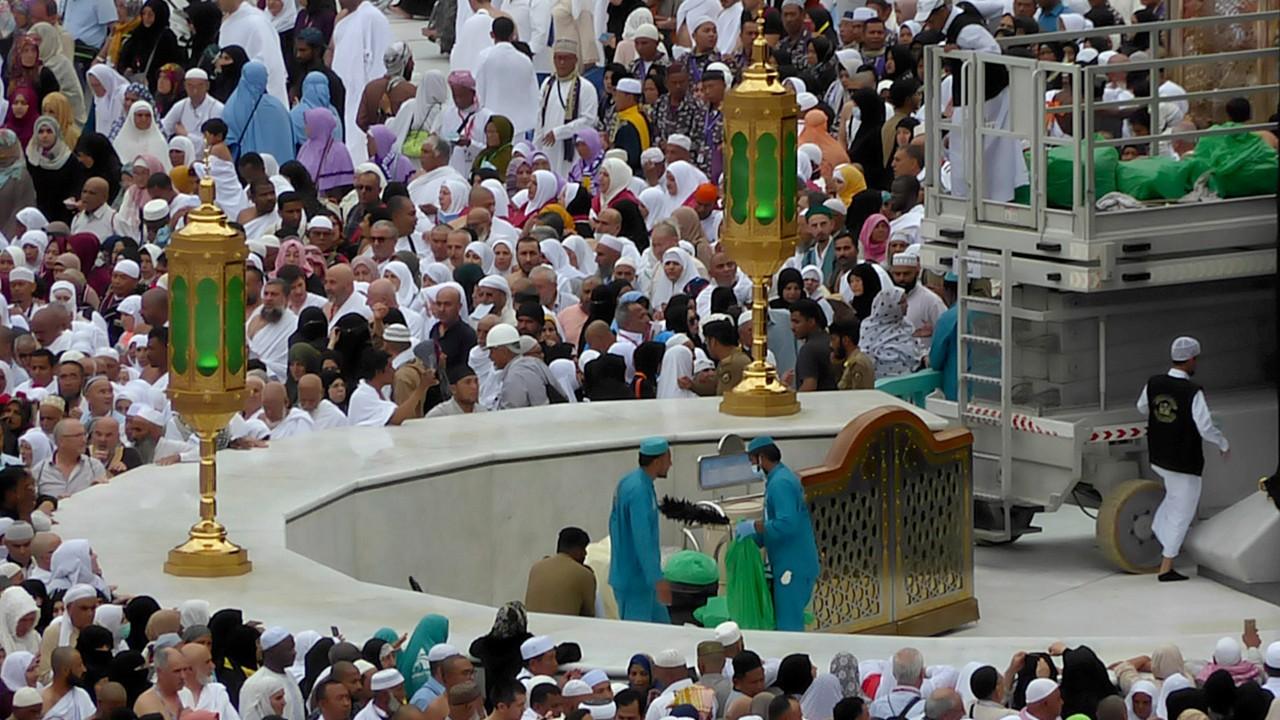 Image result for Saudi Arabia Bans pilgrimage entry visas over coronavirus fears